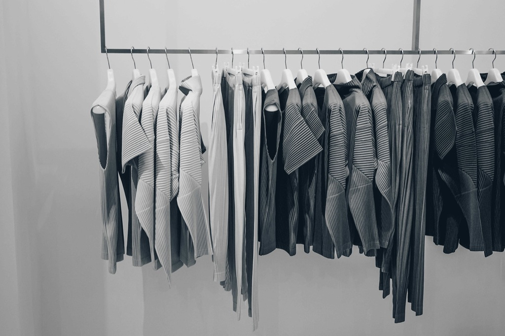 Dresses, suits & accessories: buying guides